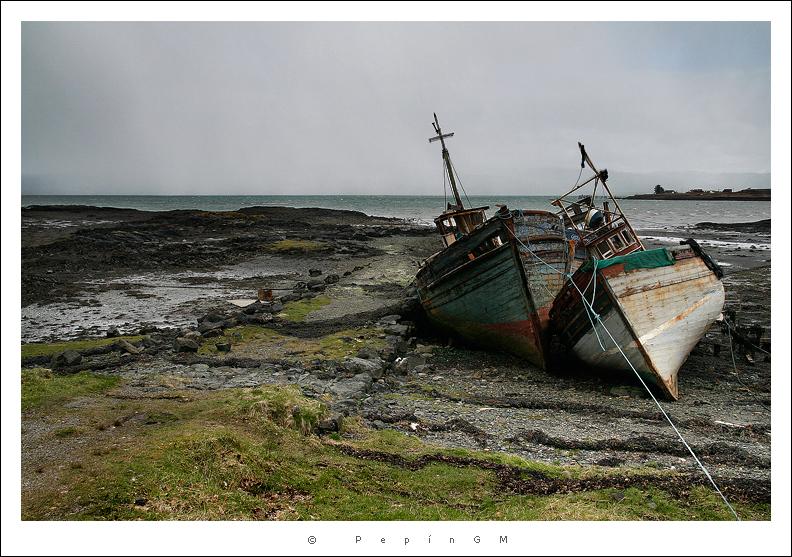 Barcos abandonados en Ardnacross. Al fondo, la nevada  que venía